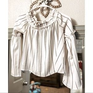 Abound Long sleeve cropped blouse
